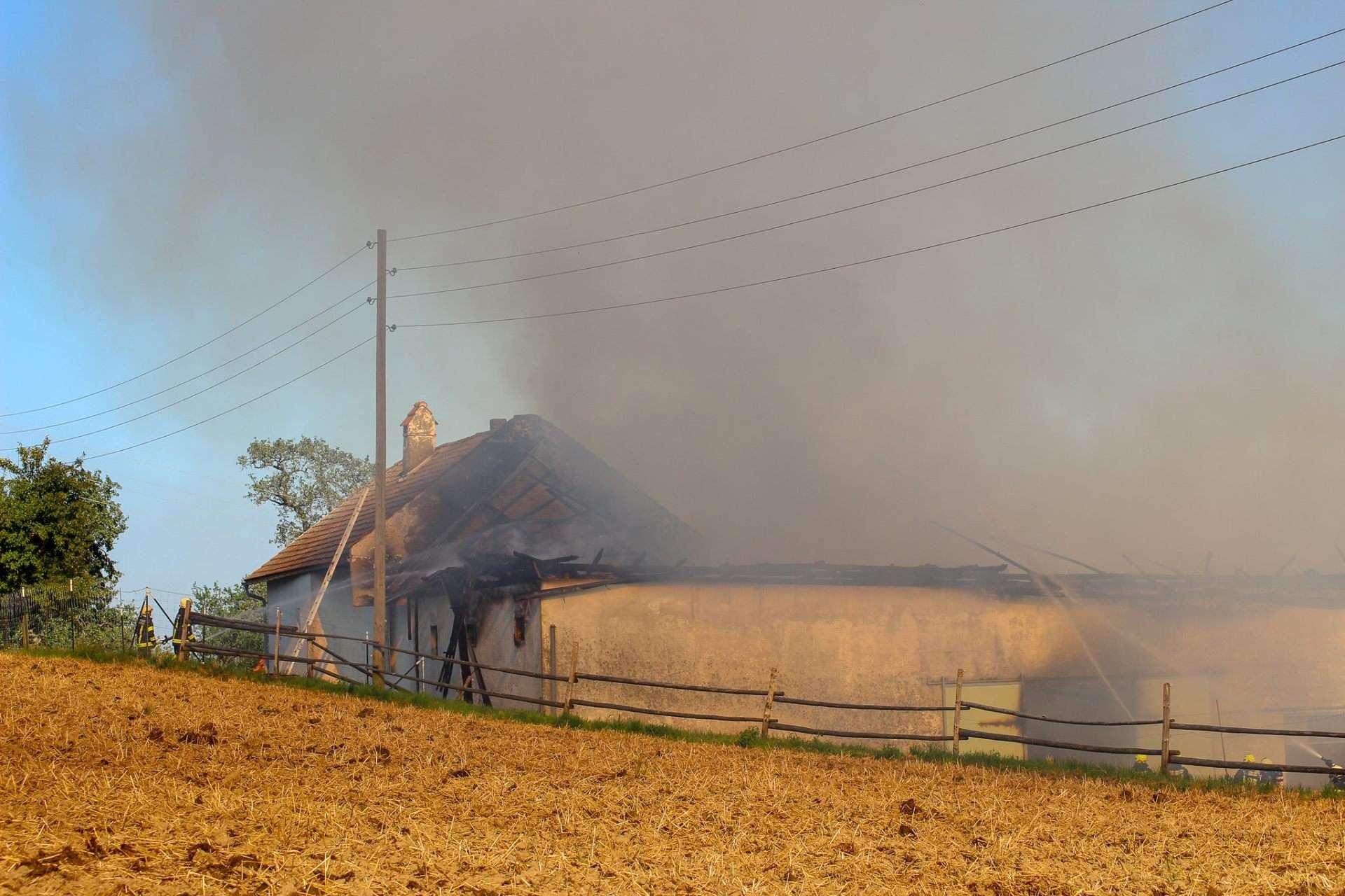 Großeinsatz bei Brand in Oberbairing